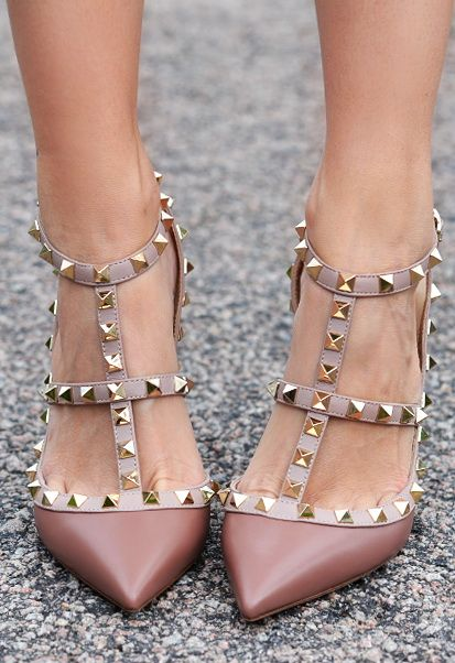 8de1c31a6101b08bd85d45017b682ede--valentino-rockstud-shoes-zapatos-shoes.jpg